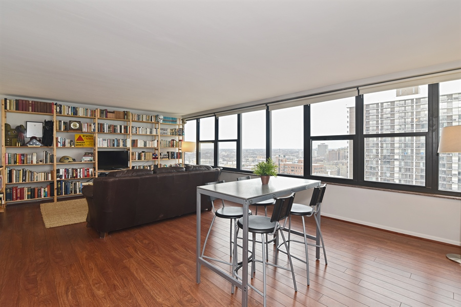 Real Estate Photography - 5801 N Sheridan Rd, Unit 19B, Chicago, IL, 60660 - Living Room / Dining Room