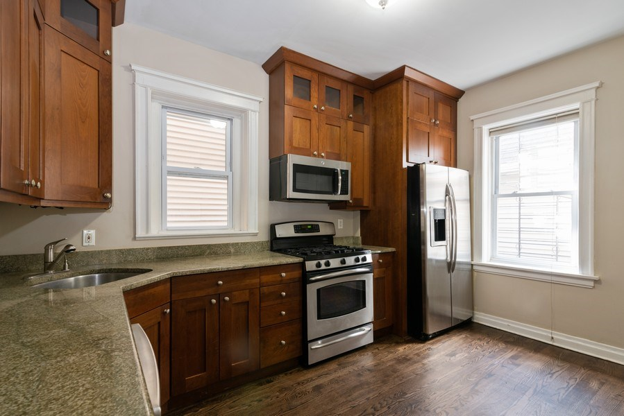 Real Estate Photography - 1341 W Waveland Ave, Unit 1 E, Chicago, IL, 60613 - Kitchen