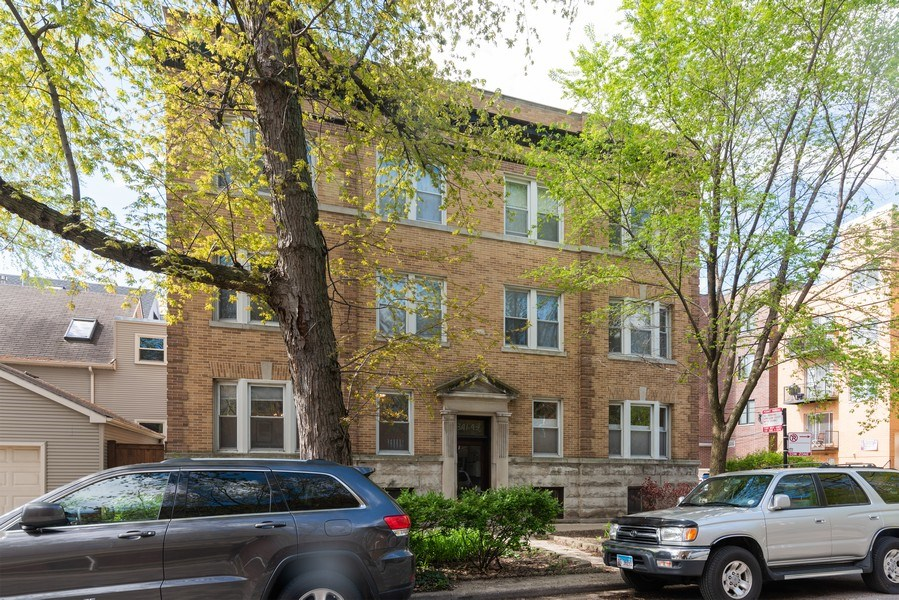 Real Estate Photography - 1341 W Waveland Ave, Unit 1 E, Chicago, IL, 60613 - Front View