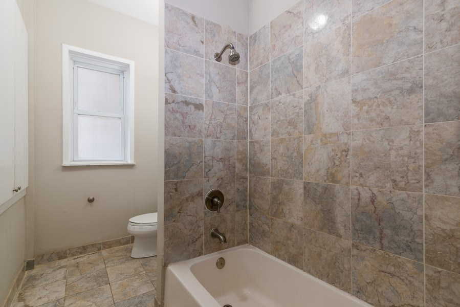Real Estate Photography - 1341 W Waveland Ave, Unit 1 E, Chicago, IL, 60613 - Bathroom