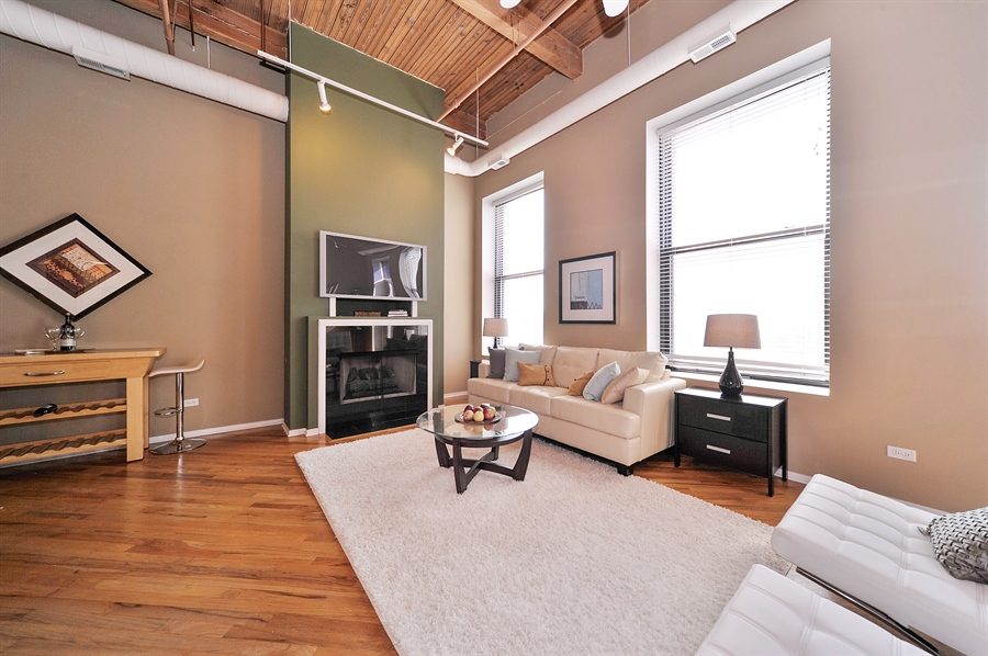 Real Estate Photography - 616 W Fulton St, 608, Chicago, IL, 60661 - Living Room