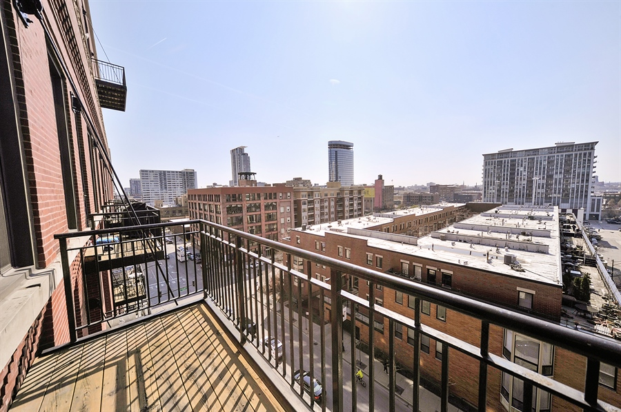 Real Estate Photography - 616 W Fulton St, 608, Chicago, IL, 60661 - Balcony