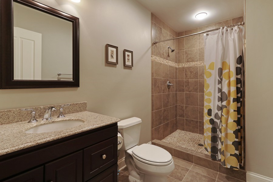 Real Estate Photography - 597 Golf Ln, Lake Forest, IL, 60045 - 4th Bathroom