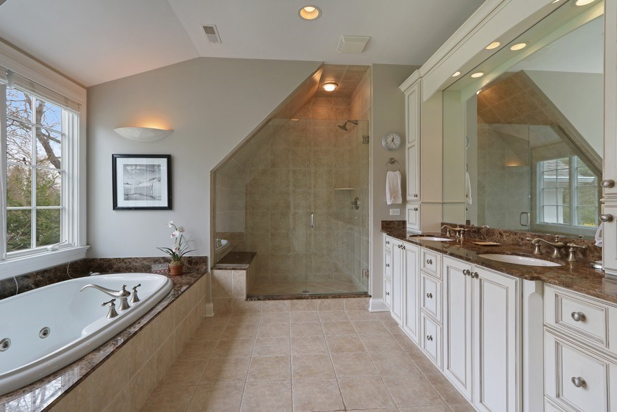 Real Estate Photography - 597 Golf Ln, Lake Forest, IL, 60045 - Master Bathroom