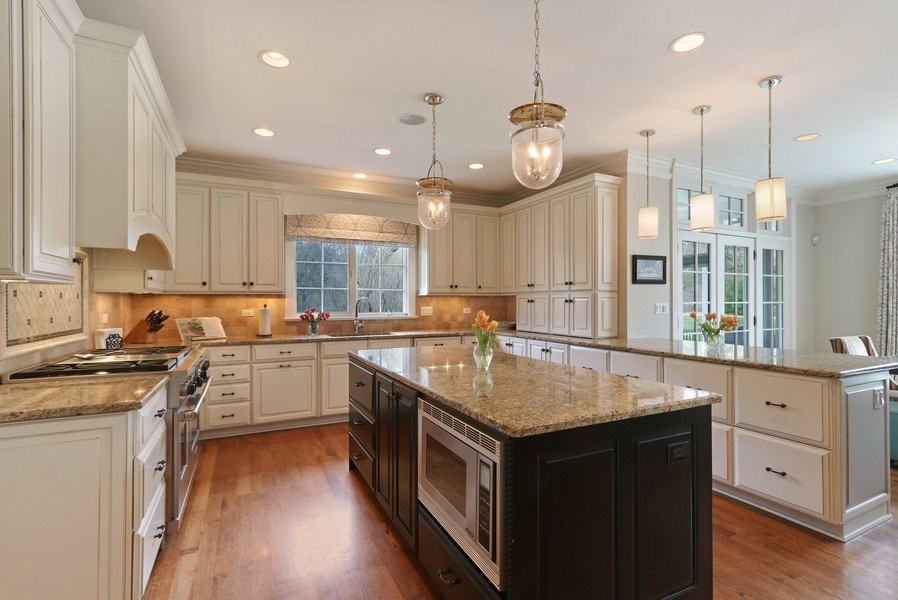 Real Estate Photography - 597 Golf Ln, Lake Forest, IL, 60045 - Kitchen