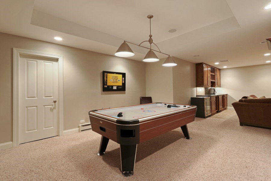 Real Estate Photography - 597 Golf Ln, Lake Forest, IL, 60045 - Bar