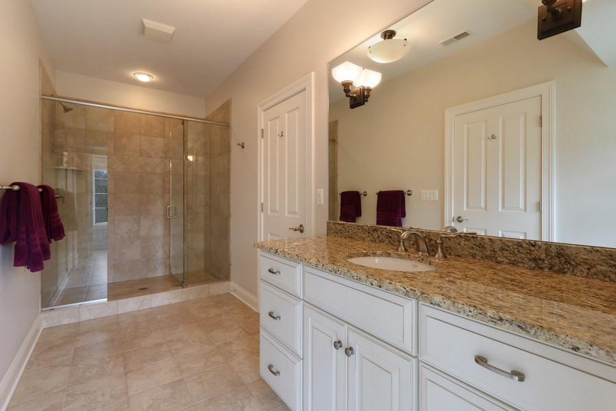 Real Estate Photography - 597 Golf Ln, Lake Forest, IL, 60045 - 2nd Bathroom