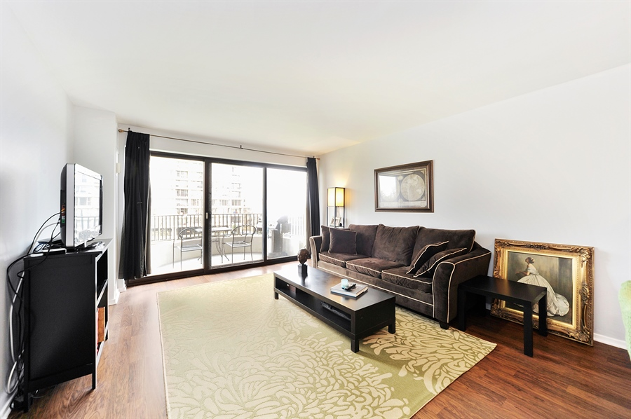 Real Estate Photography - 2020 N Lincoln Park West, 3K, Chicago, IL, 60614 - Living Room