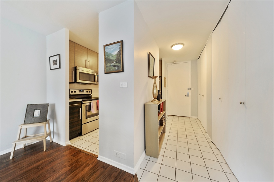 Real Estate Photography - 2020 N Lincoln Park West, 3K, Chicago, IL, 60614 - Foyer