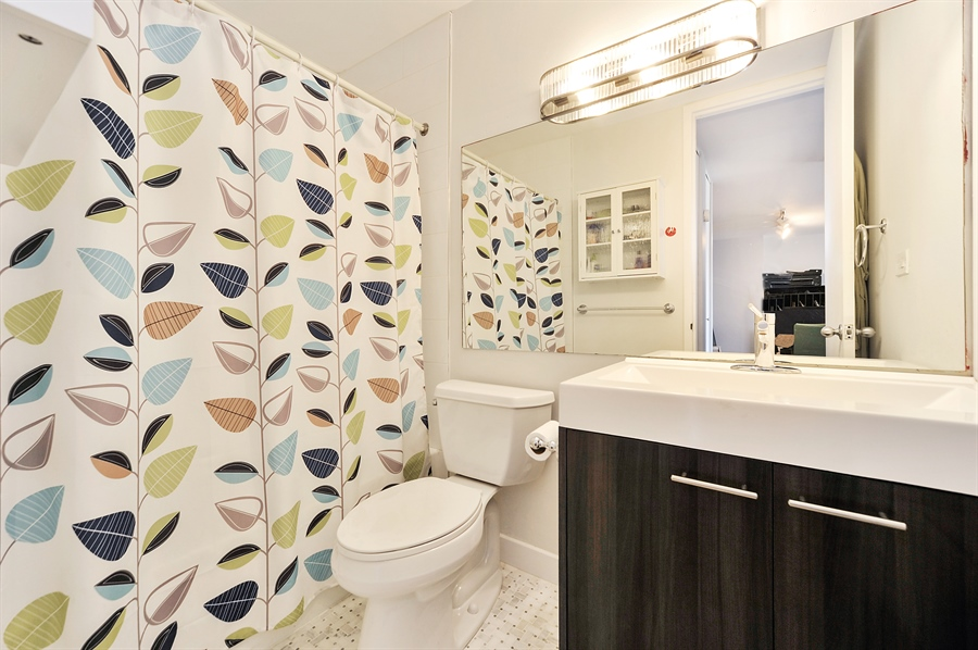 Real Estate Photography - 2020 N Lincoln Park West, 3K, Chicago, IL, 60614 - Bathroom