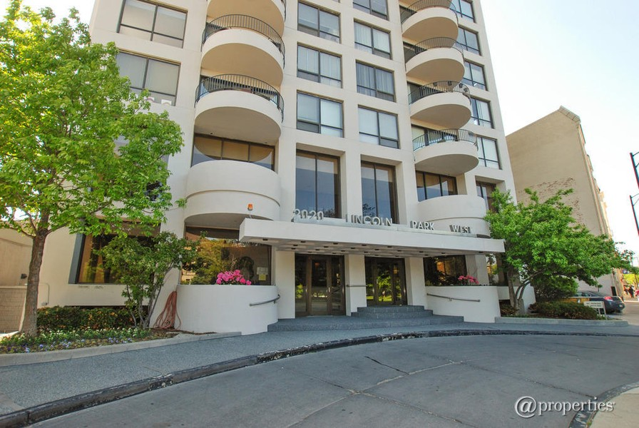 Real Estate Photography - 2020 N Lincoln Park West, 3K, Chicago, IL, 60614 - Building Exterior