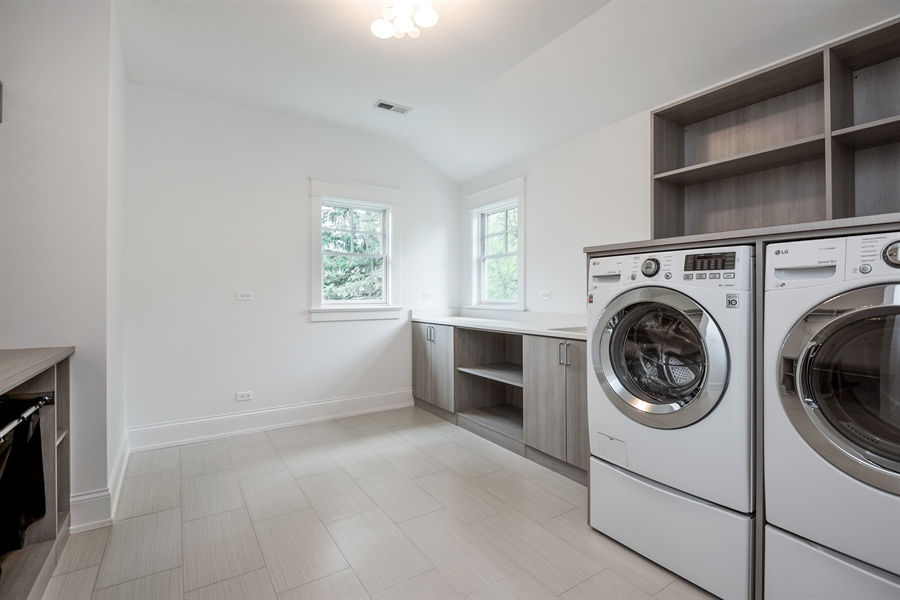 Real Estate Photography - 77 Overlook Dr, Golf, IL, 60029 - Laundry Room