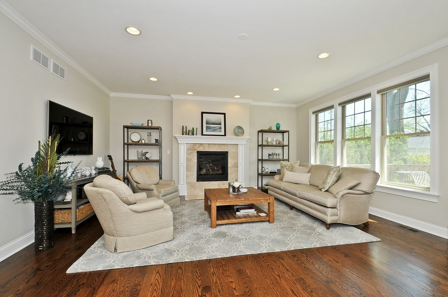 Real Estate Photography - 915 Rolling Pass Ave, Glenview, IL, 60025 - Family Room