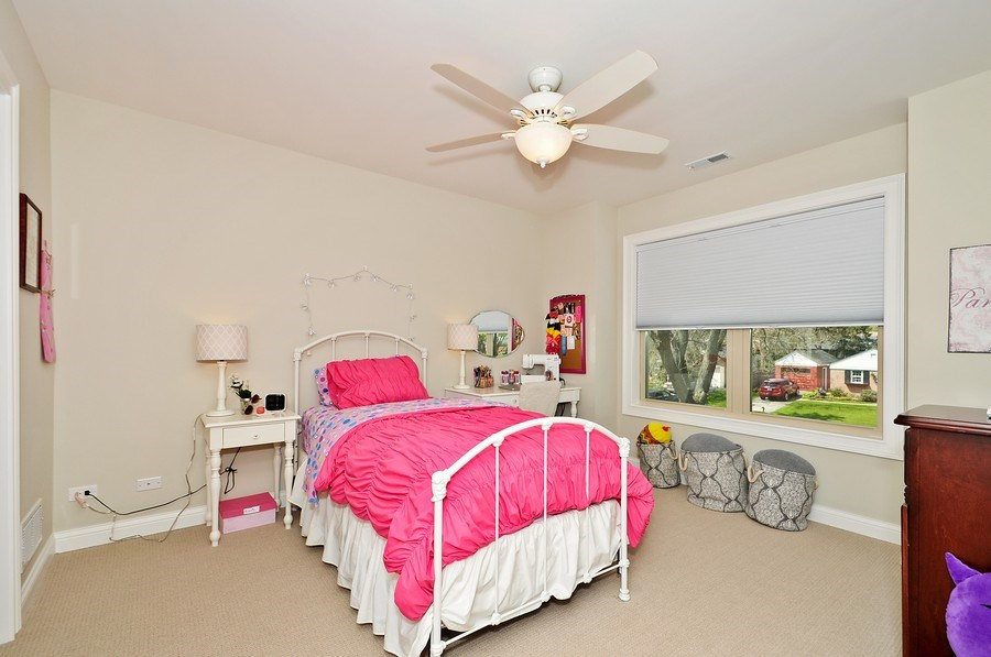 Real Estate Photography - 915 Rolling Pass Ave, Glenview, IL, 60025 - 3rd Bedroom