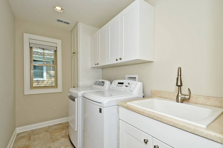 Real Estate Photography - 915 Rolling Pass Ave, Glenview, IL, 60025 - Laundry Room