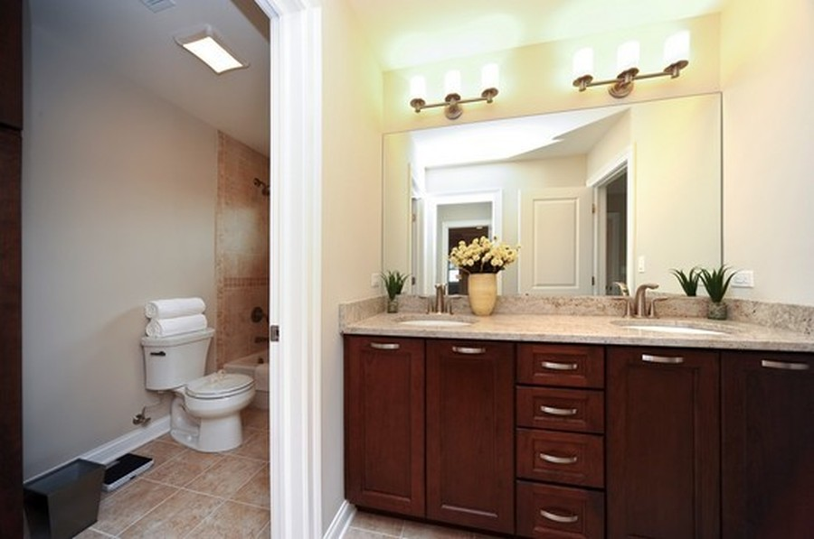 Real Estate Photography - 915 Rolling Pass Ave, Glenview, IL, 60025 - Jack & Jill Full Bath