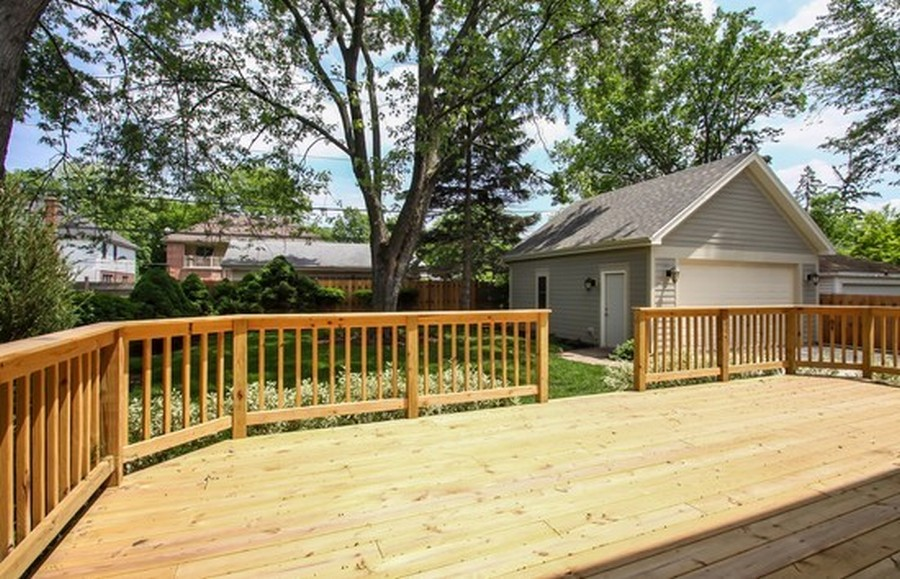 Real Estate Photography - 915 Rolling Pass Ave, Glenview, IL, 60025 - Deck