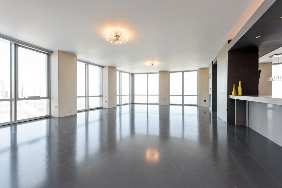 Real Estate Photography - 1211 S Prairie, Unit 3101, Chicago, IL, 60616 - Living Room