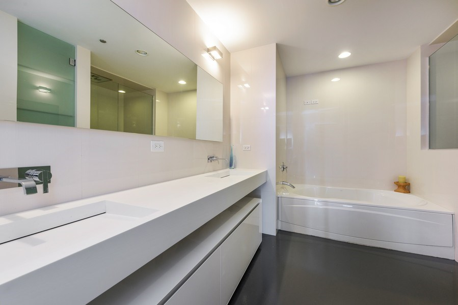 Real Estate Photography - 1211 S Prairie, Unit 3101, Chicago, IL, 60616 - Master Bathroom
