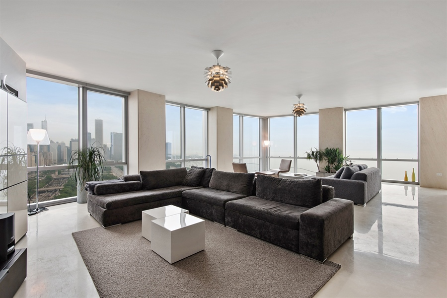 Real Estate Photography - 1211 S Prairie, Unit 3101, Chicago, IL, 60616 - Living Rm/Family Rm