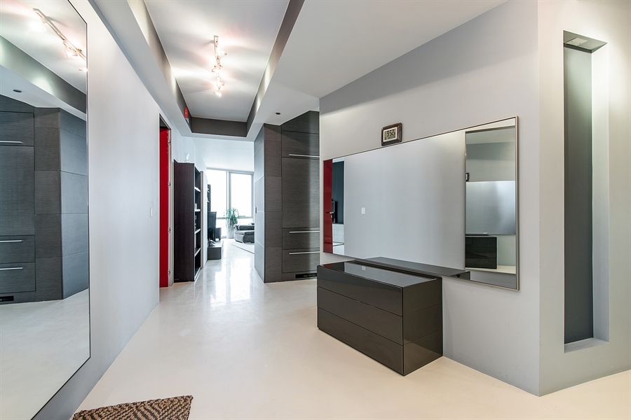 Real Estate Photography - 1211 S Prairie, Unit 3101, Chicago, IL, 60616 - Entryway