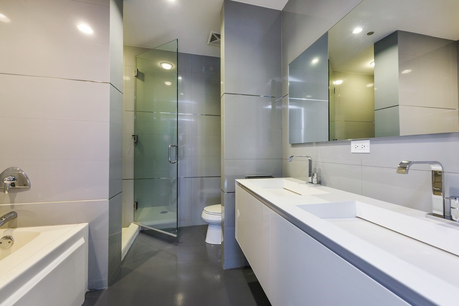 Real Estate Photography - 1211 S Prairie, Unit 3101, Chicago, IL, 60616 - 2nd Bathroom