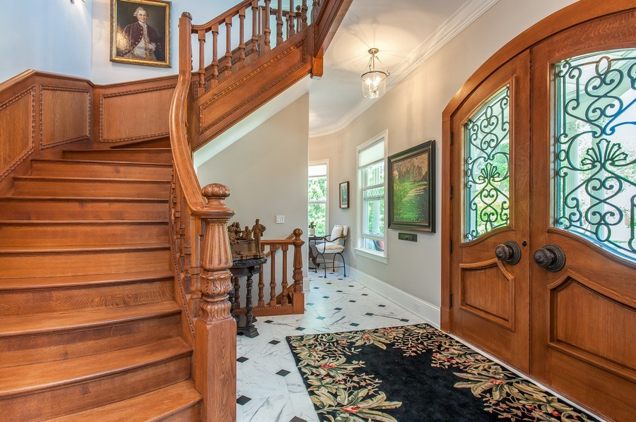 Real Estate Photography - 414 Warwick Rd, Kenilworth, IL, 60043 - Foyer