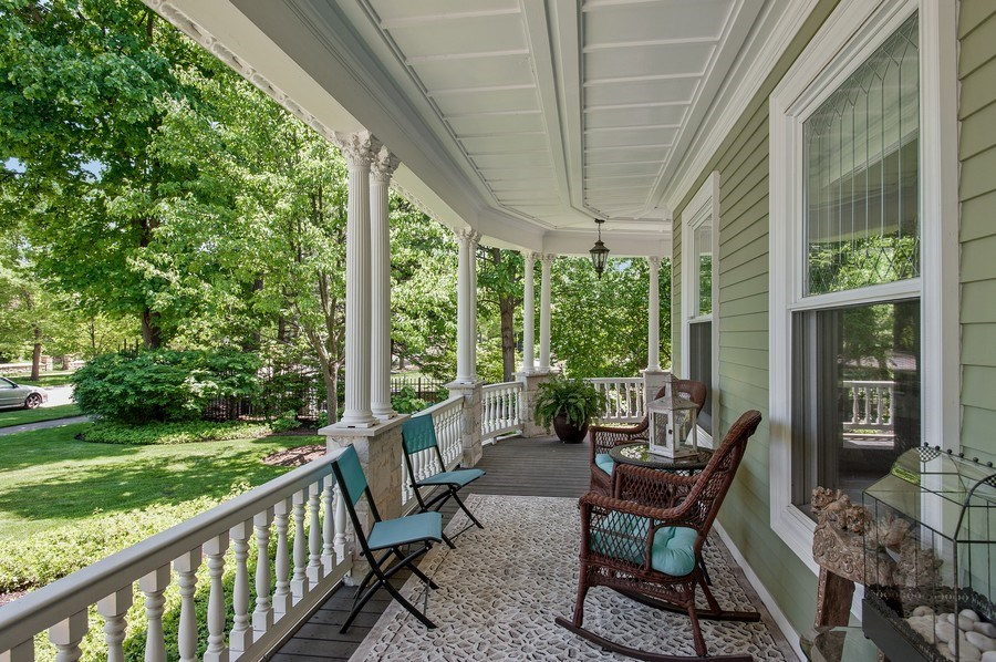Real Estate Photography - 414 Warwick Rd, Kenilworth, IL, 60043 - Porch