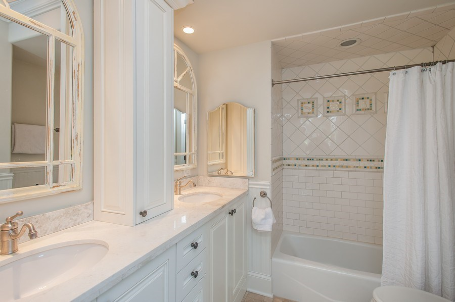Real Estate Photography - 414 Warwick Rd, Kenilworth, IL, 60043 - 2nd Bathroom