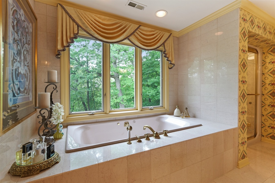 Real Estate Photography - 4541 Tall Oak Ln, Rolling Meadows, IL, 60008 - Master Bathroom