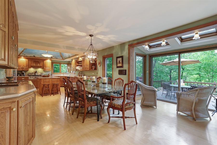 Real Estate Photography - 4541 Tall Oak Ln, Rolling Meadows, IL, 60008 - Kitchen / Breakfast Room