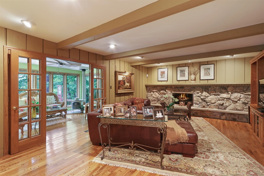 Real Estate Photography - 4541 Tall Oak Ln, Rolling Meadows, IL, 60008 - Family Room