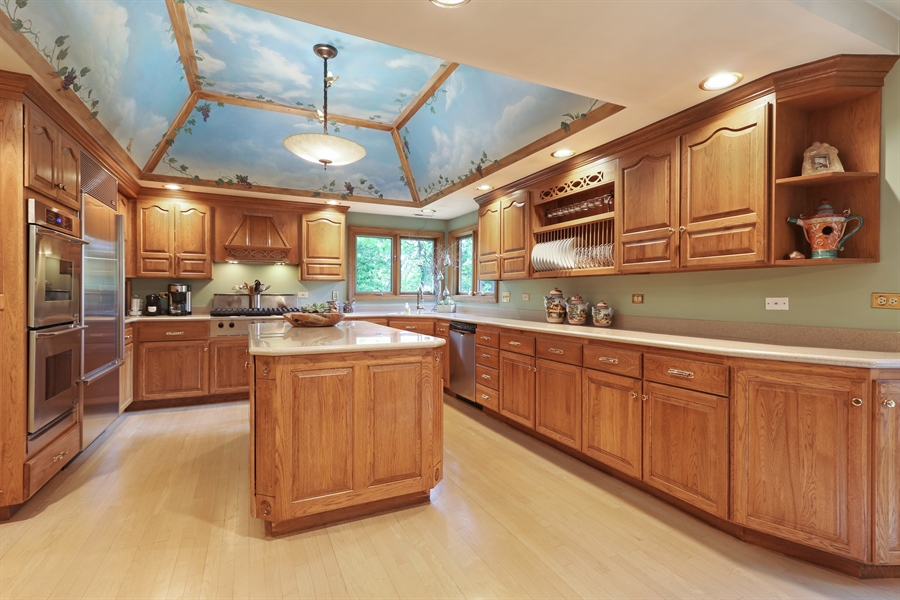 Real Estate Photography - 4541 Tall Oak Ln, Rolling Meadows, IL, 60008 - Kitchen