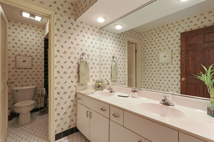 Real Estate Photography - 4541 Tall Oak Ln, Rolling Meadows, IL, 60008 - 2nd Bathroom