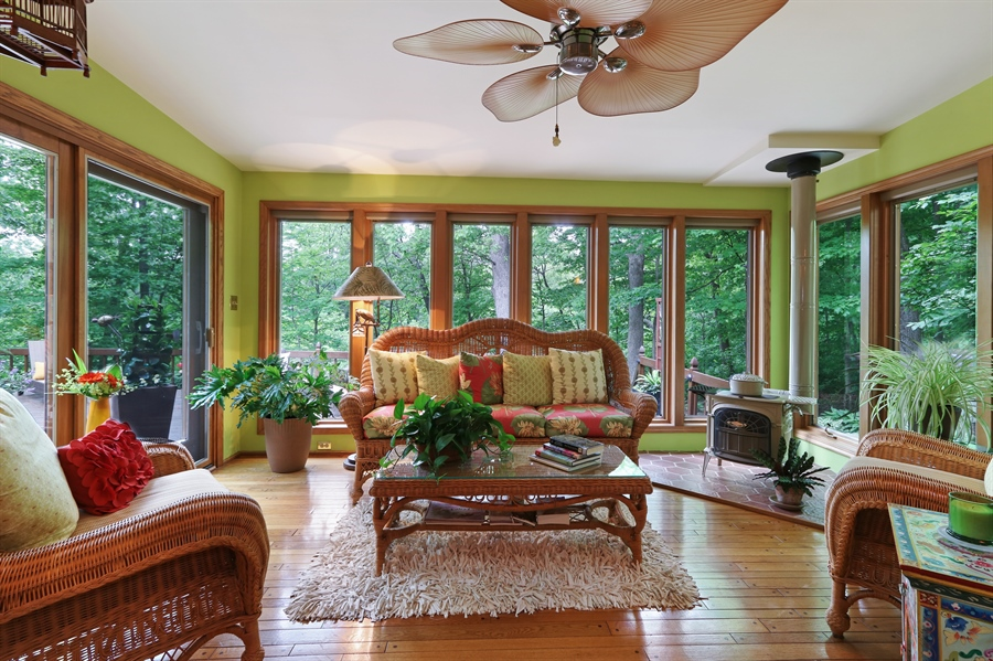 Real Estate Photography - 4541 Tall Oak Ln, Rolling Meadows, IL, 60008 - Sun Room