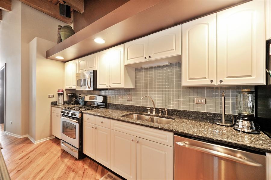 Real Estate Photography - 616 W Fulton St, Unit 403, Chicago, IL, 60661 - Kitchen
