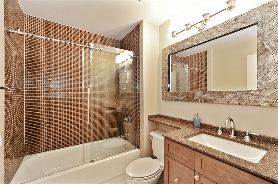 Real Estate Photography - 616 W Fulton St, Unit 403, Chicago, IL, 60661 - 2nd Bathroom