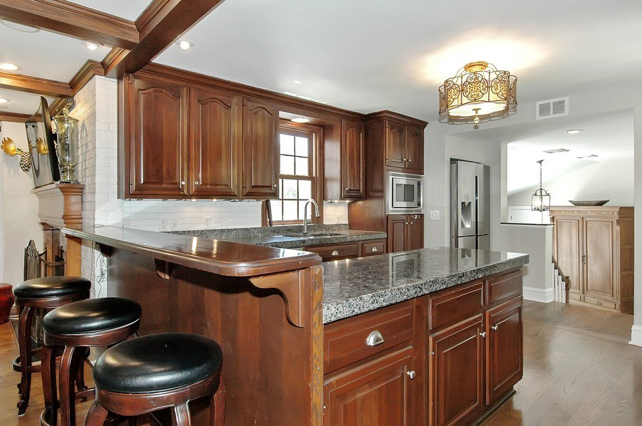 Real Estate Photography - 209 Kelsey Rd, Barrington, IL, 60010 - Kitchen & Breakfast Bar