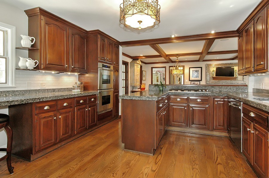 Real Estate Photography - 209 Kelsey Rd, Barrington, IL, 60010 - Kitchen
