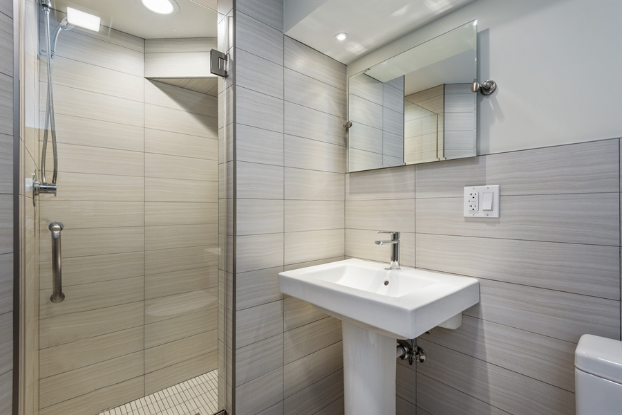 Real Estate Photography - 49 Park Ln, Golf, IL, 60029 - 3rd Bathroom