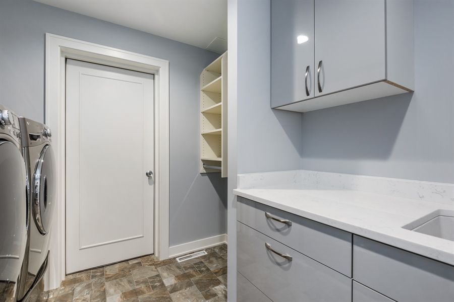 Real Estate Photography - 49 Park Ln, Golf, IL, 60029 - Laundry Room