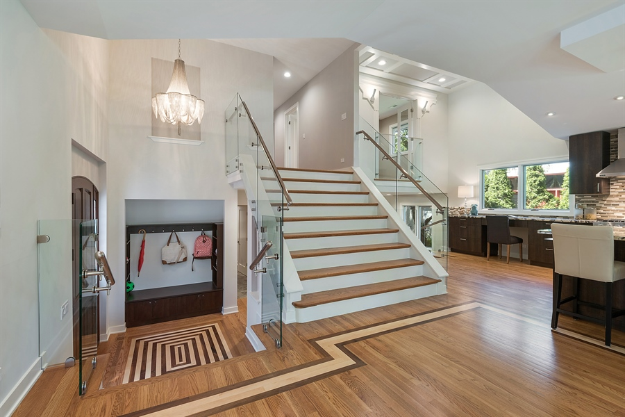 Real Estate Photography - 49 Park Ln, Golf, IL, 60029 - Entryway