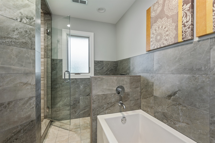 Real Estate Photography - 49 Park Ln, Golf, IL, 60029 - 2nd Bathroom