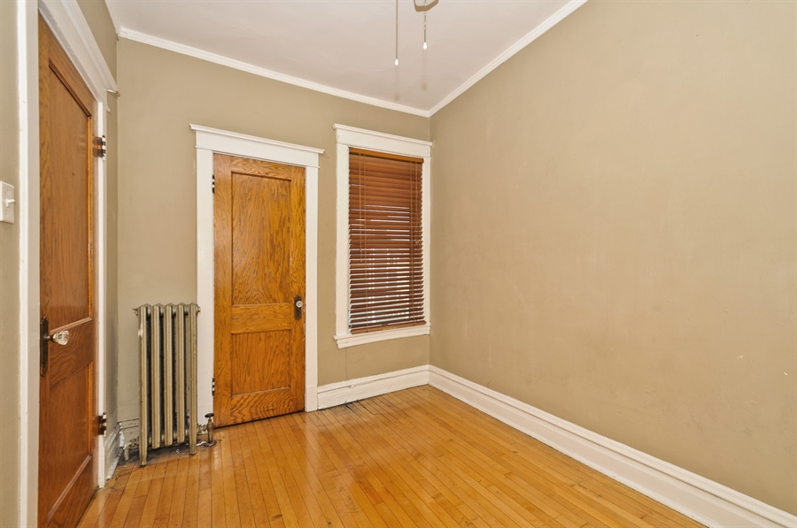Real Estate Photography - 4910 N Lincoln Ave, 2, Chicago, IL, 60625 - 2nd Bedroom