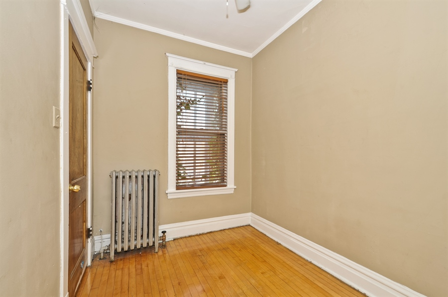 Real Estate Photography - 4910 N Lincoln Ave, 2, Chicago, IL, 60625 - 3rd Bedroom