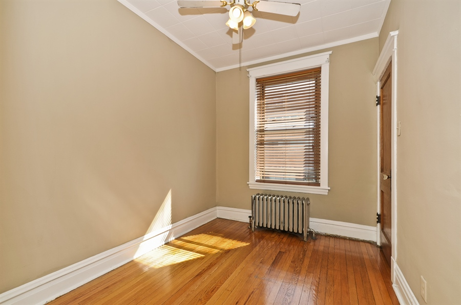 Real Estate Photography - 4910 N Lincoln Ave, 2, Chicago, IL, 60625 - Bedroom 1