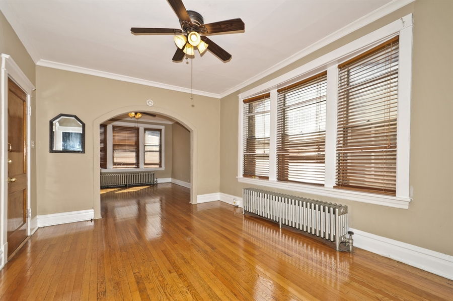 Real Estate Photography - 4910 N Lincoln Ave, 2, Chicago, IL, 60625 - Dining Area