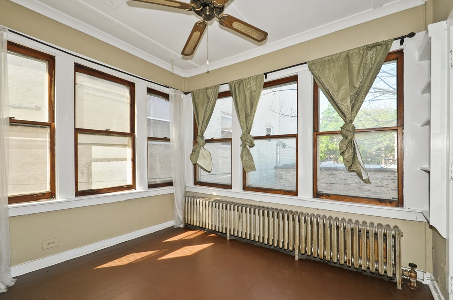 Real Estate Photography - 4910 N Lincoln Ave, 2, Chicago, IL, 60625 - Sun Room