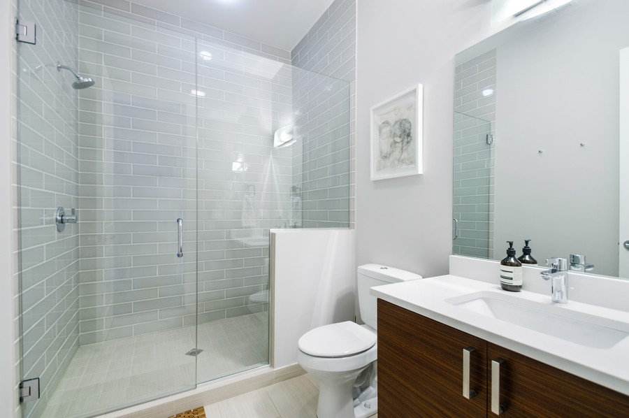 Real Estate Photography - 2532 N. Linden, 3, chicago, IL, 60647 - 2nd Bathroom