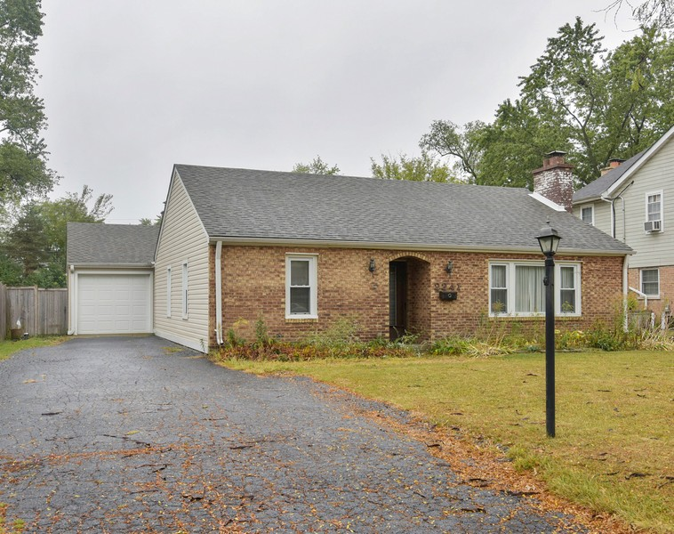 Real Estate Photography - 2241 Covert Rd, Glenview, IL, 60025 - Front View